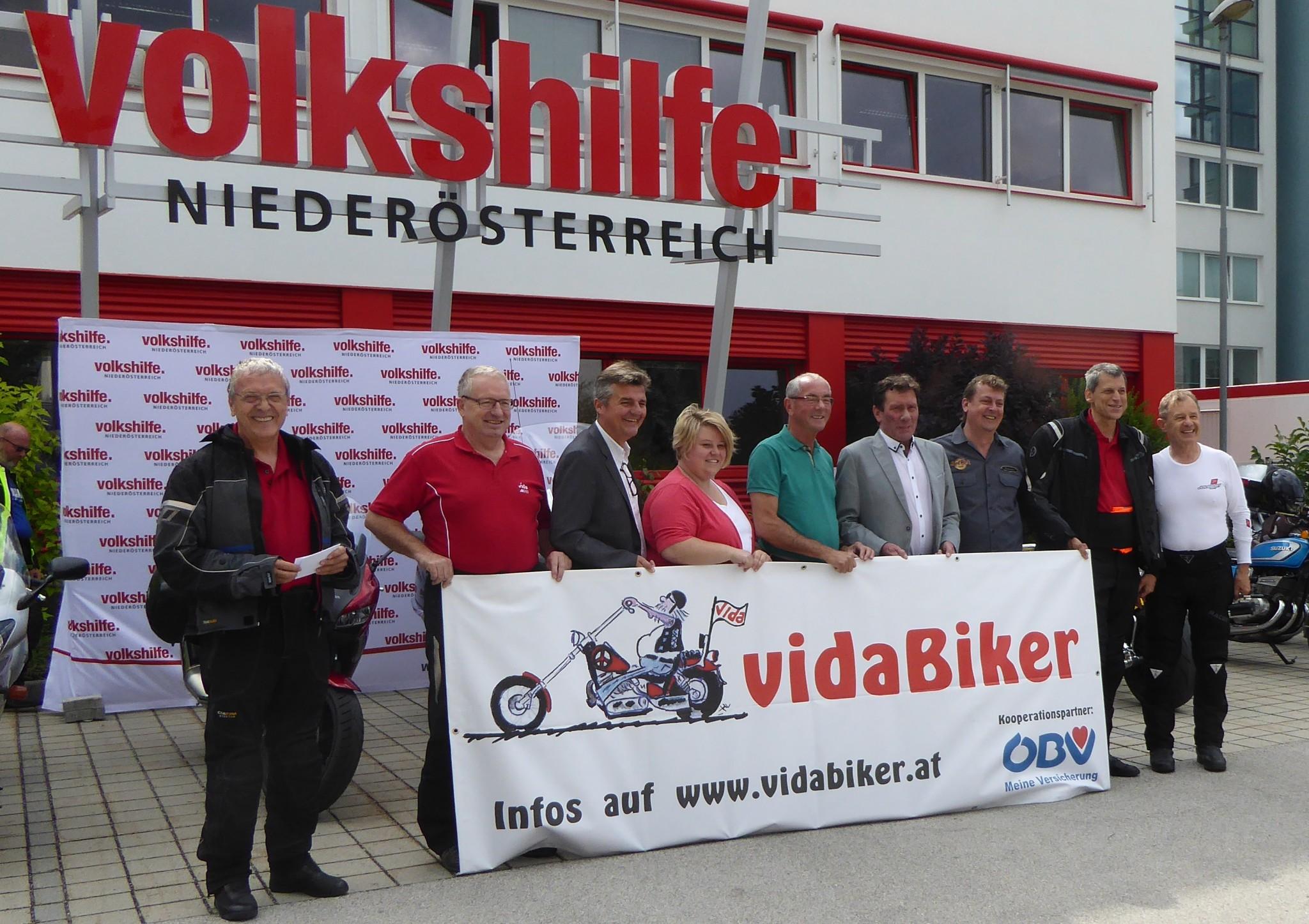 2016_Benefizfahrt_Spendenuebergabe
